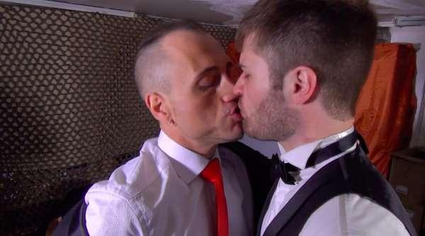 Doryann Marguet, agent Craig 00SEXE baise Axel Lorentz, son supérieur hiérarchique.