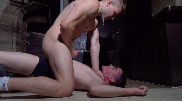 David Valentin se fait atomiser le cul par Jordan Fox | Version non censurée