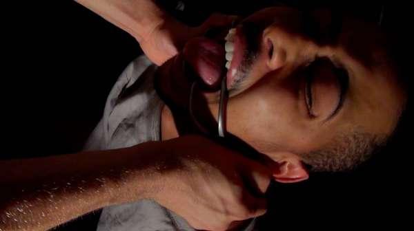 Bonne salope black baisée hard par Jordan Fox sur un sling